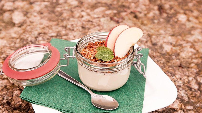 Βρώμη με μήλα και γιαούρτι