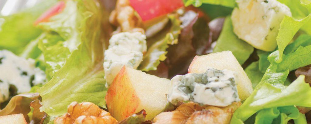 Τραγανή σαλάτα γουόλντορφ με τυρί μπλε (Waldorf Salad)