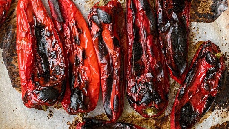Πώς ξεφλουδίζονται οι πιπεριές