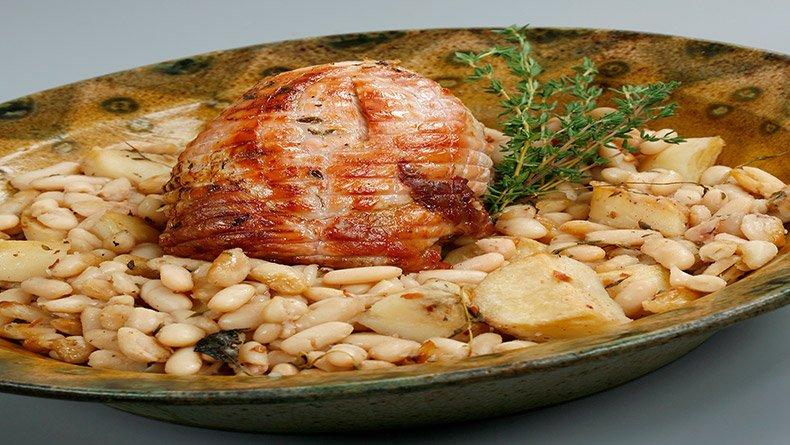 Χοιρινό ρόστο στο φούρνο με φασόλια