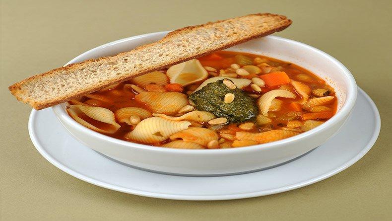 Χορτόσουπα με ρεβίθια και ζυμαρικά