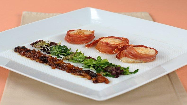 Χτένια τυλιγμένα σε προσούτο με τσάτνεϊ ντομάτα-χρυσόμηλο