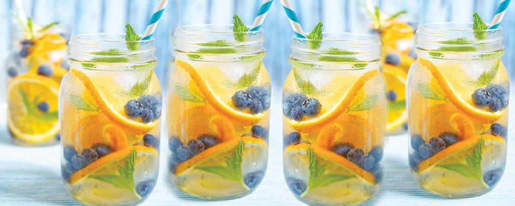 Νερό με πορτοκάλι και μύρτιλα